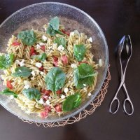 EASY & DELICIOUS PESTO PASTA SALAD FOR SUMMER